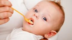 להאכיל תינוק (אילוסטרציה)