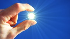 קרינה אולטרה-סגולה המגיעה מהשמש (אילוסטרציה)