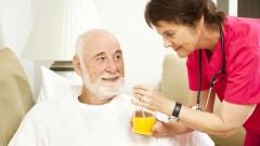 טיפול בקשישים (אילוסטרציה)