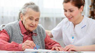 אפשרויות טיפול בנשים מבוגרות עם סרטן שד נתיח וירידה קוגניטיבית